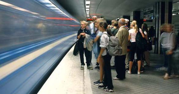990907-02, 6x8 dia, 16-10Tunnelbana, T-centralenStockholm